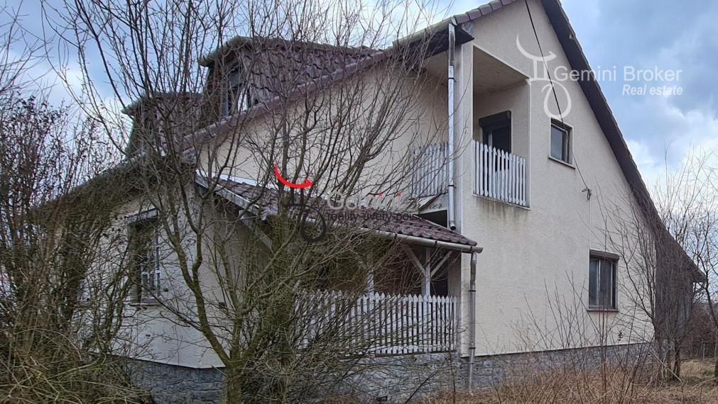 GEMINIBROKER v obci Komjáti ponúka na predaj 4 izbový novší rodinný dom