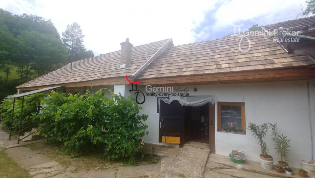 GEMINIBROKER Vám ponúka pekný dom s novou strechou v obci Szinpetri
