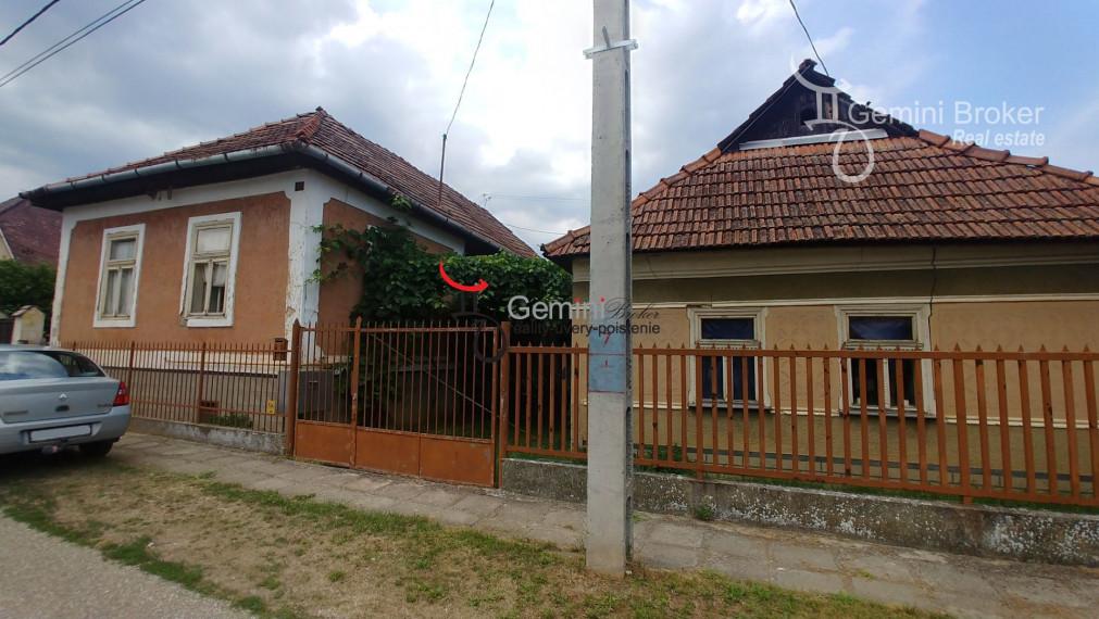 GEMINIBROKER Vám ponúka 2 domy za jednu cenu v obci Perkupa - len 20km od hraníc.
